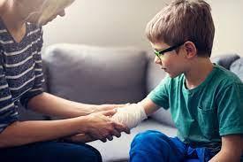 Părinții, primul ajutor în cazul accidentării copiilor