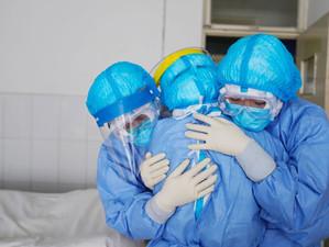 Cel puțin 115.000 de angajați din sistemul sănătății au murit salvându-i pe cei bolnavi de Covid
