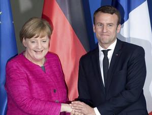 Președintele Franței ar susține-o pe Angela Merkel dacă aceasta ar candida la președinția Comisiei E