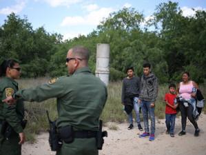 Nimeni nu se pune cu SUA. Trump le-a arătat imigranților ce poate