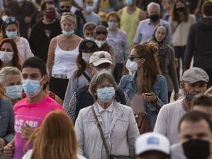 România se întoarce la restricții pentru a combate valul 4 al pandemiei de Covid-19