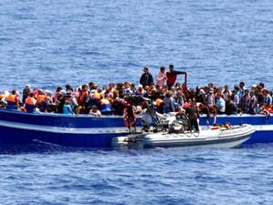 Amenzi de un milion de euro pentru ONG-urile care mai salvează migranți din porturile italiene
