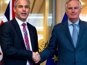 Săptămână de foc pentru negociatorul-șef al Uniunii Europene și ministrul britanic pentru Brexit