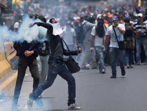 """Conform specialiștilor, """"în ceea ce priveşte răsturnarea regimurilor autoritare, protestele nonviole"""