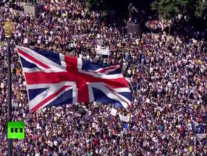 Săptămâna de foc dinaintea termenului stabilit pentru oficializarea Brexitului a scos sute de mii de