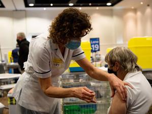 Marea Britanie nu vrea să exporte vaccinuri decât după vaccinarea tuturor adulților britanici