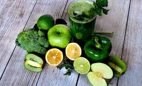 A consuma doar sucuri nu înseamnă detoxifiere