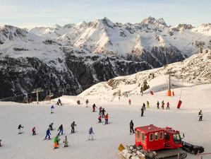 Sărbătorile de iarnă precipită discuțiile cu privire la relaxarea măsurilor de restricție impuse de