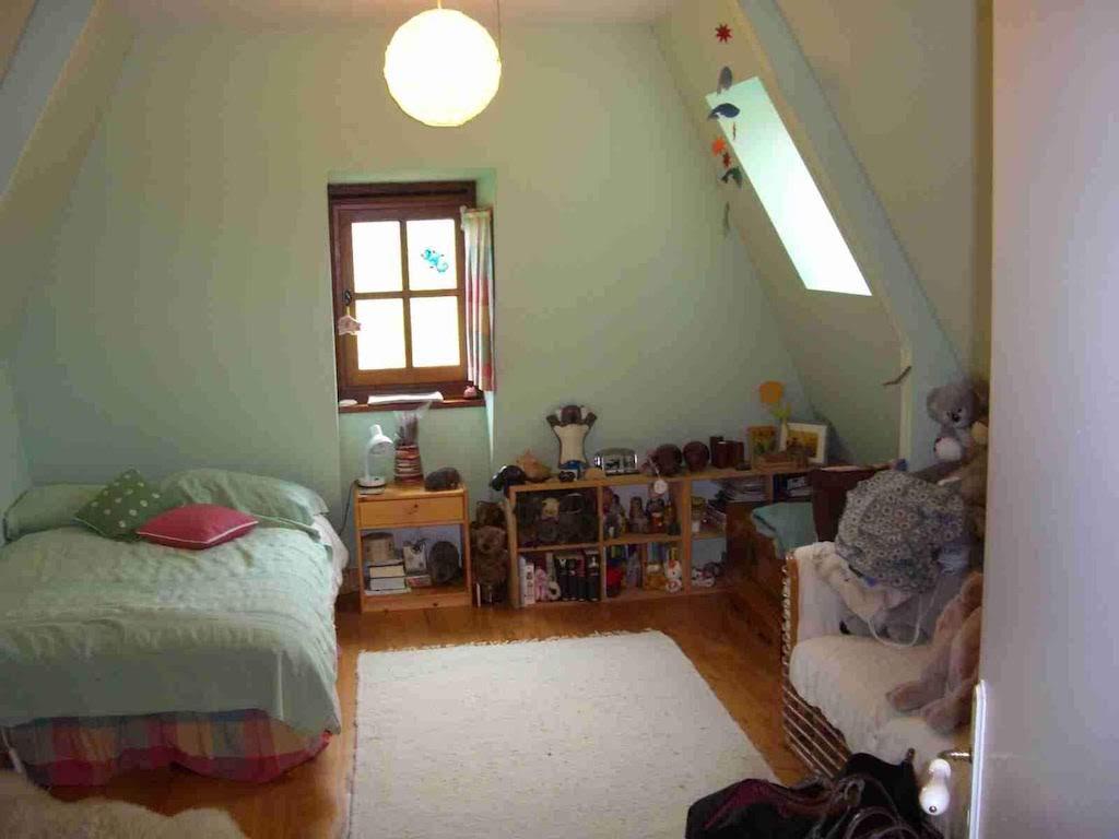 14.Attic Bedroom 3.jpg