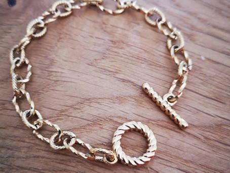 5 jolis bijoux fantaisie (et pas chers) pour être stylée sans se ruiner !