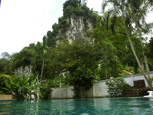 Montagne vue de la piscine / View of the mountain from the swimming pool