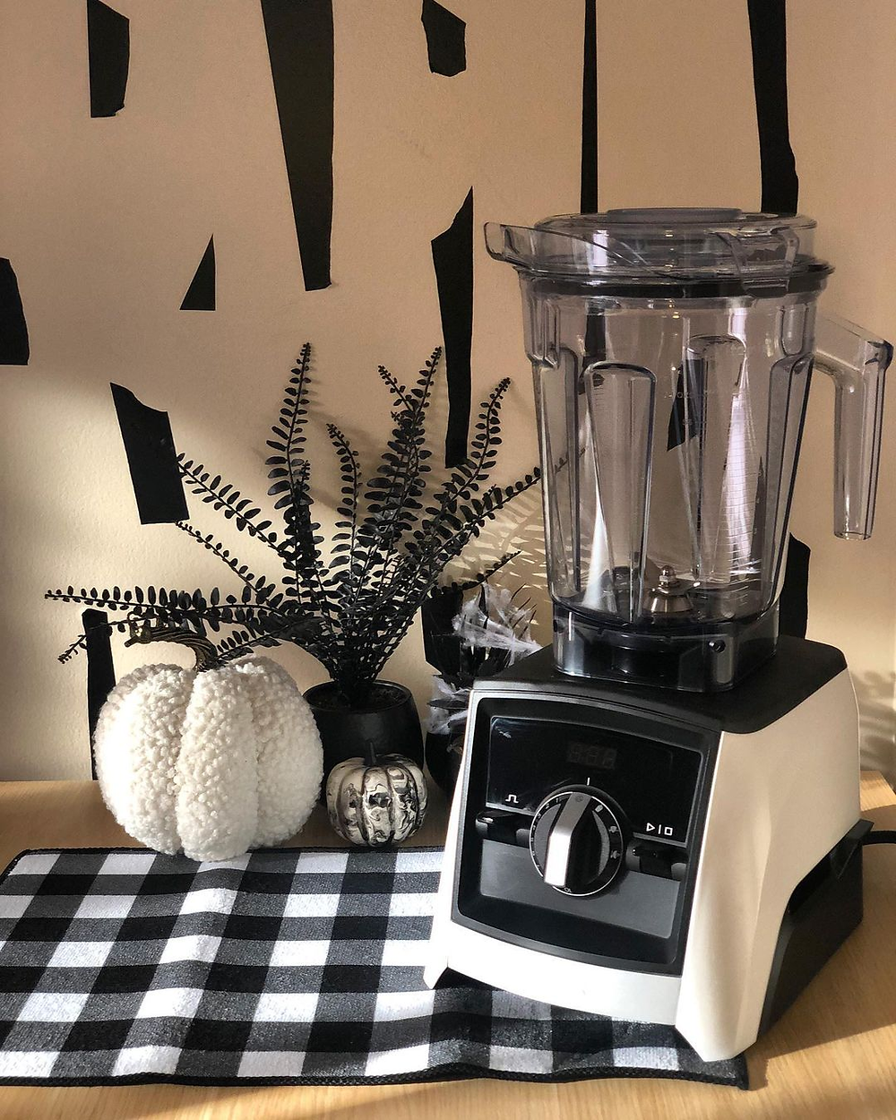 Vitamix blender on table smoothies