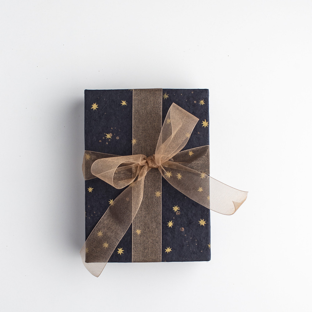gifting-giftbox-ribbon-conffetti-delight-connection