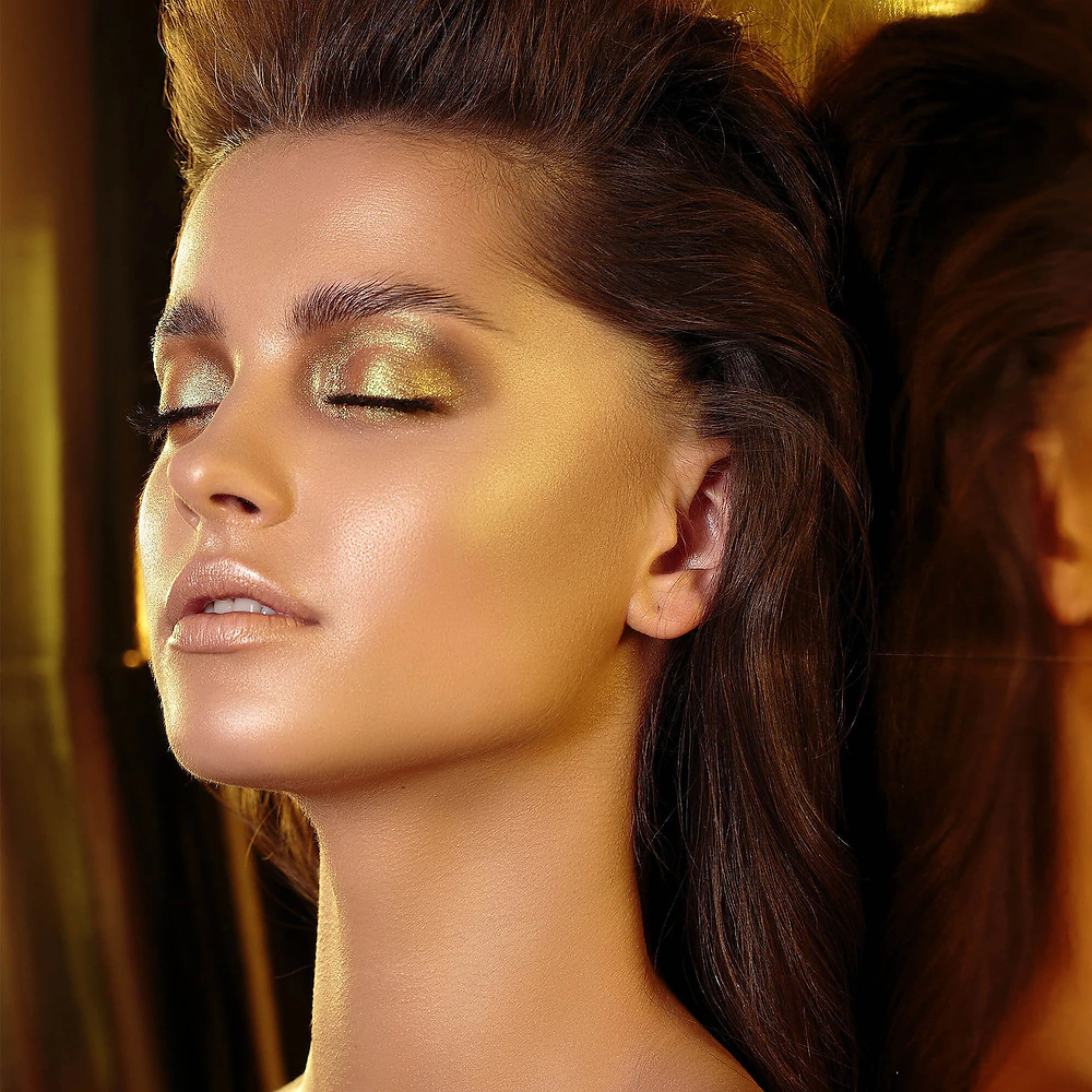 woman with gold eyeshadow natasha denona gold eyeshadow palette