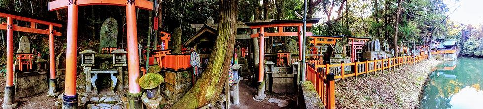 arch ways in fushimi inari