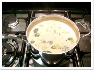 Broccoli, pear and Stilton (or any other strong cheese) soup (v) (serves 6, preparation time 15 minu