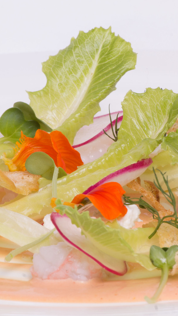LETTUCE SALAD WITH RAW SCAMPI