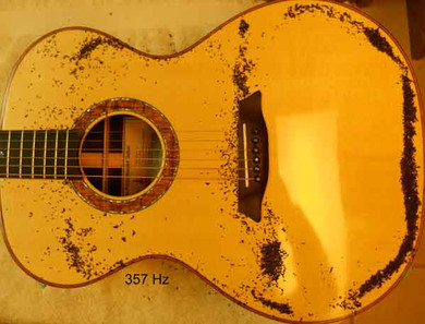 Phi proportioned guitar Chladni pattern, long dipole at 357 Hz