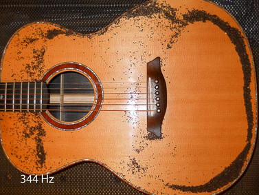 OM guitar Chladni pattern, long dipole at 344 Hz