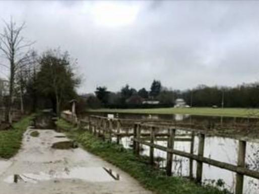 Laval. Le chemin de halage inondé par la Mayenne