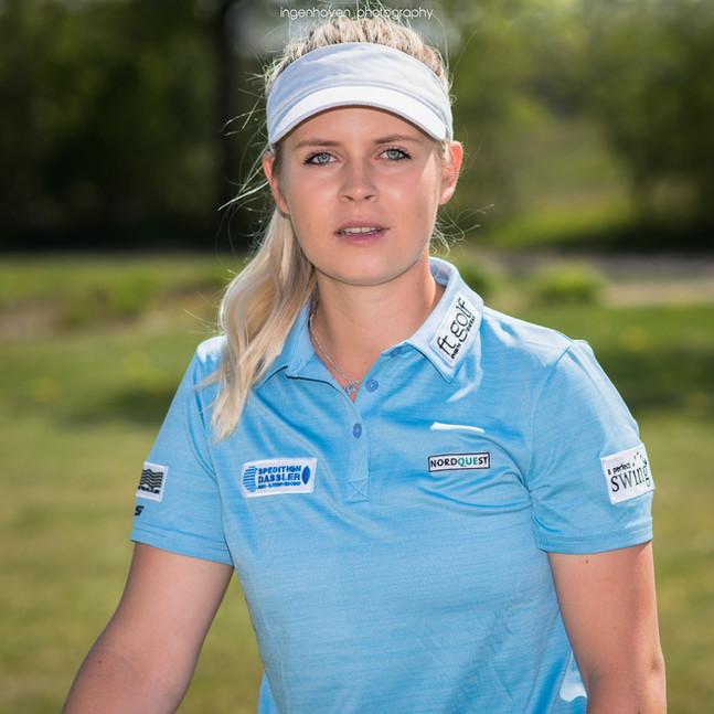 Anastasia Mickan zum Kurzshooting überredet