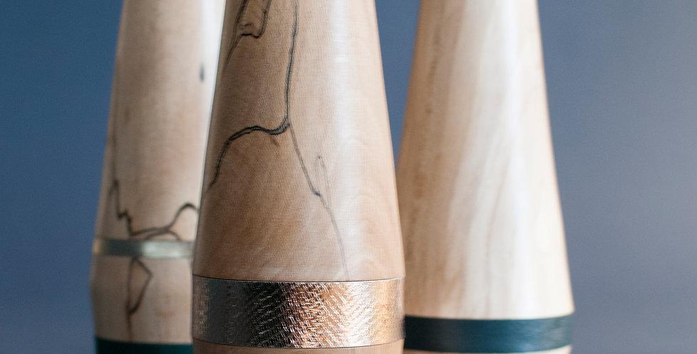 Vase en bois tourné et cuir