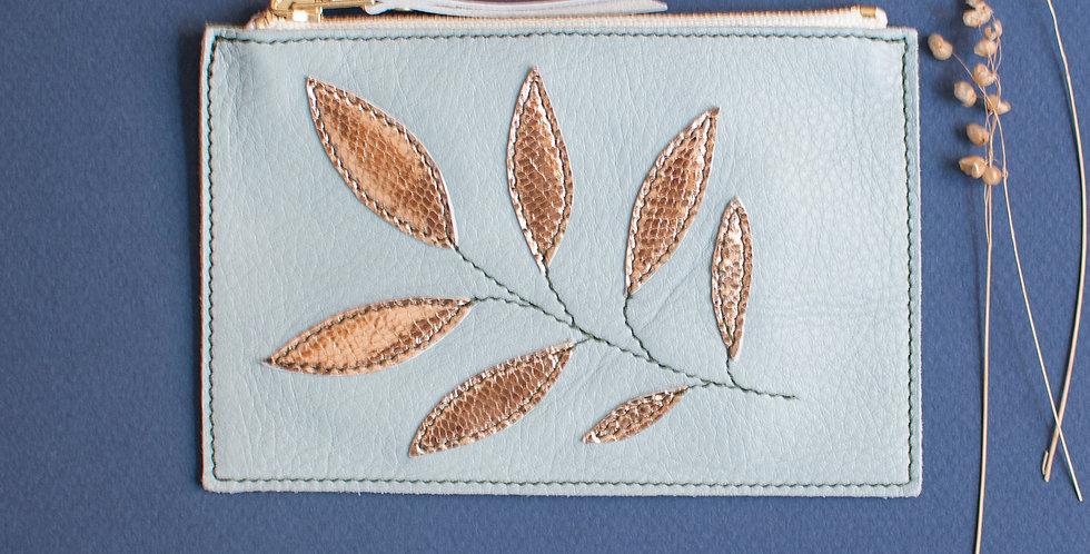 Pochette Cancale - bleu ciel & feuilles or rose