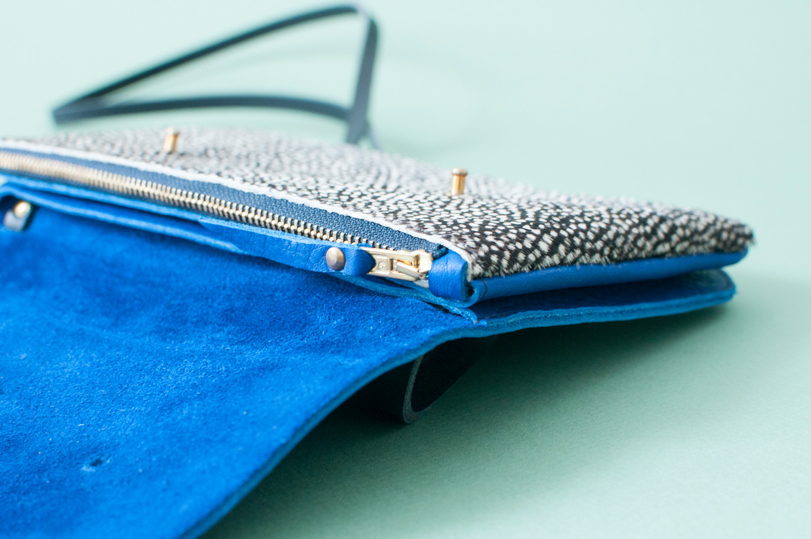 LOQU-bleu-pintade.jpg