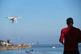 WDS44 - Drone avec son télépilote