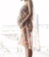 Gravid kvinne i en kjole