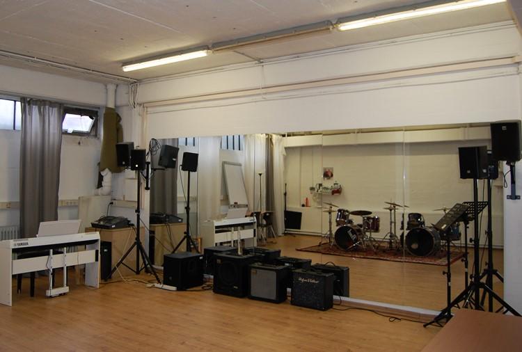 Raum 15, Band, Flügel, Choreo, Acapella, etc.