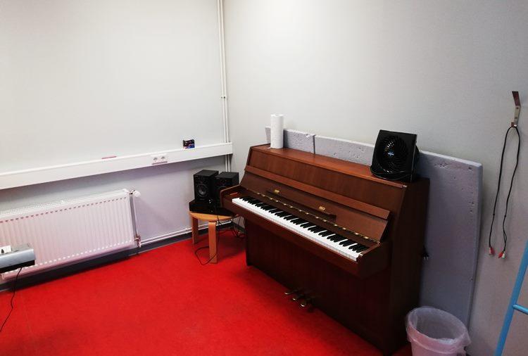 Raum 8, Klavier