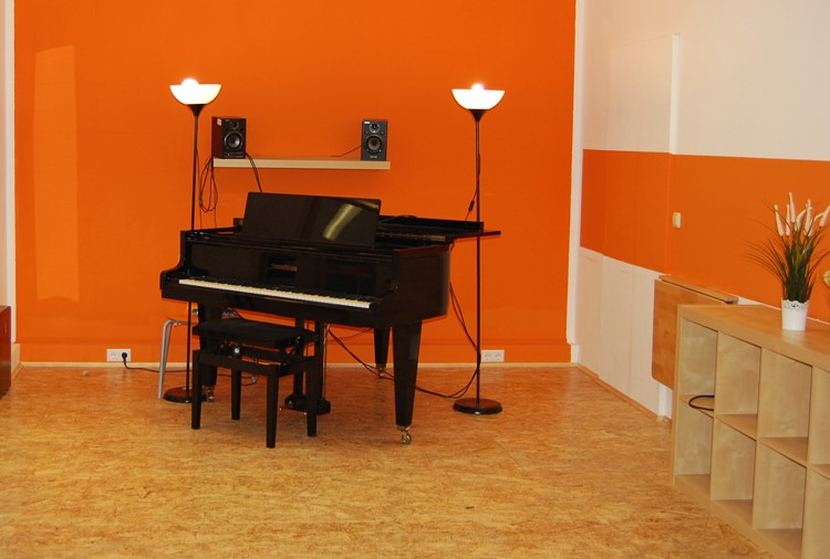 Raum 2, Klavier, Gesang, Bläser, etc.
