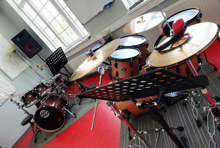 Raum 4, Schlagzeug, Percussion