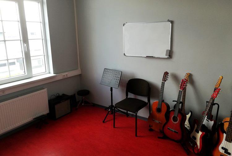 Raum 2, Gitarre, Bass, etc.