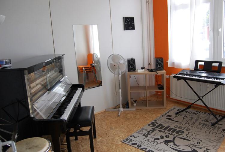 Raum 10, Klavier, Gesang, etc.