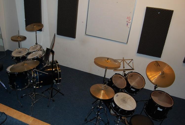 Raum 16, Schlagzeug