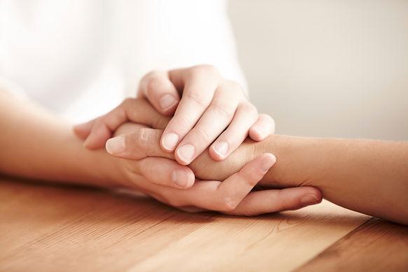 Bestattungen Hände reichen