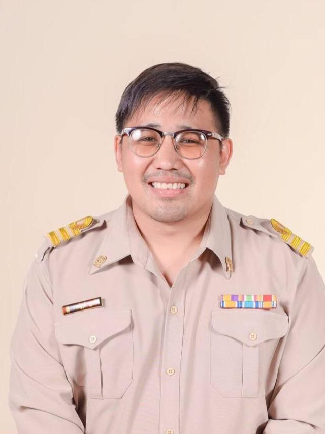Mr.Nattawut  Burukerd