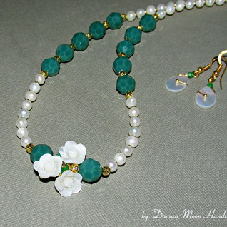 """White Elegance"" jewelry set"