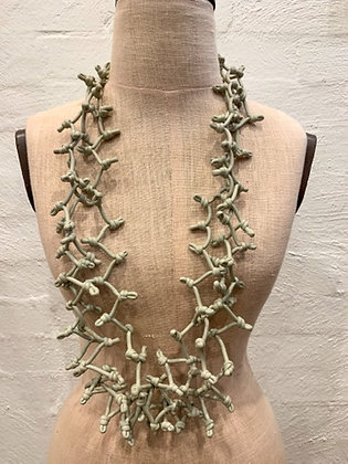 Neo  grey knotted necklace