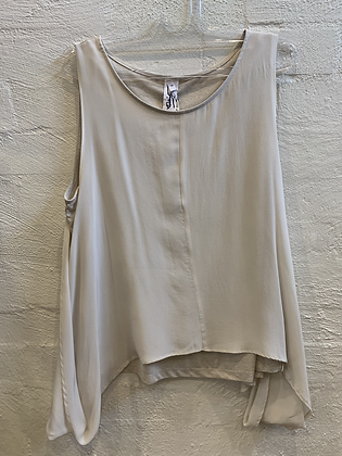 M A Dainty white king top