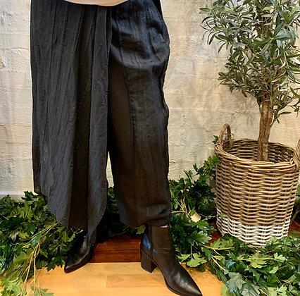 Moyuru black pant with front skirt overlay
