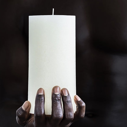 TEXTURED CANDLE - WARM WHITE - M (10X20 CM)