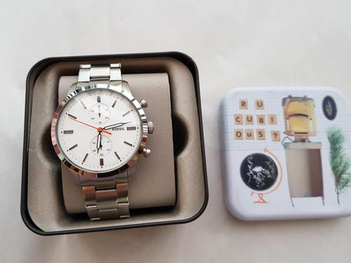 bf4d92da8eee  269 Reloj Fossil Pulso Metálico Clásico Plateado Fondo Blanco.  380