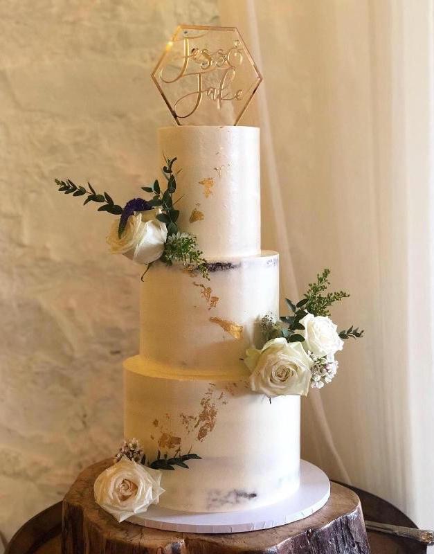 Jess + Jake | Rosedew Farm | Cake by Carrot Top Bakery