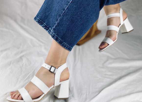 Üç Bantlı Beyaz Cilt Topuklu Ayakkabı