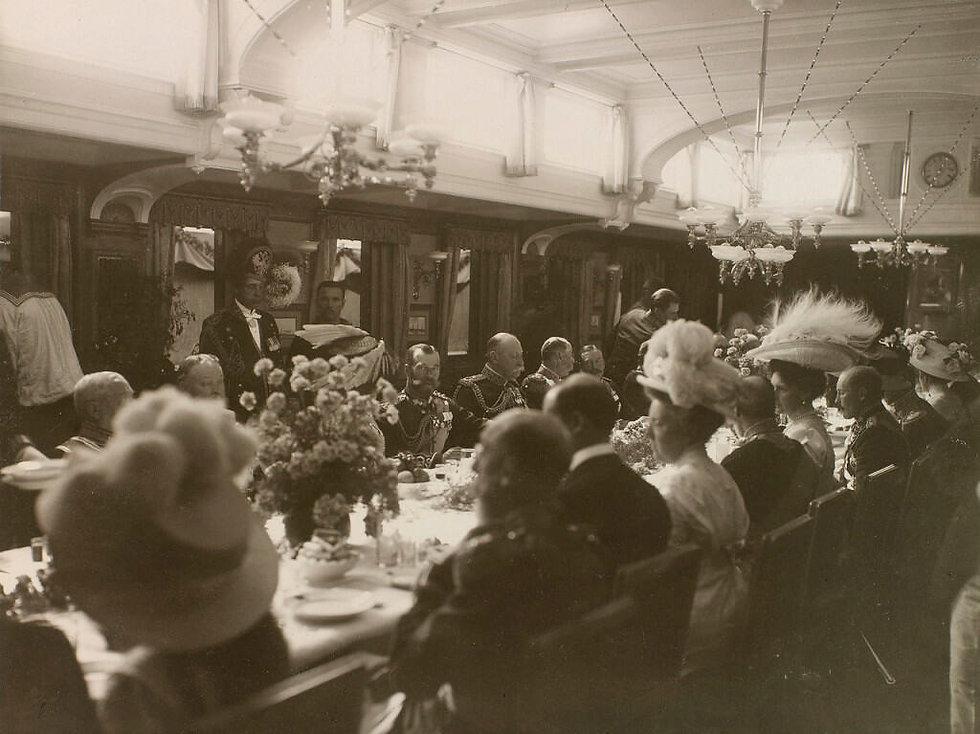 cowes - 1909 - tsar - standard- 2.jpg