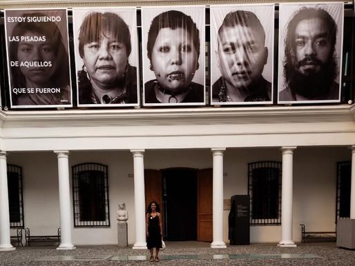 Chadi Lafken en la Biblioteca del Museo de Arte Precolombino, Chile.
