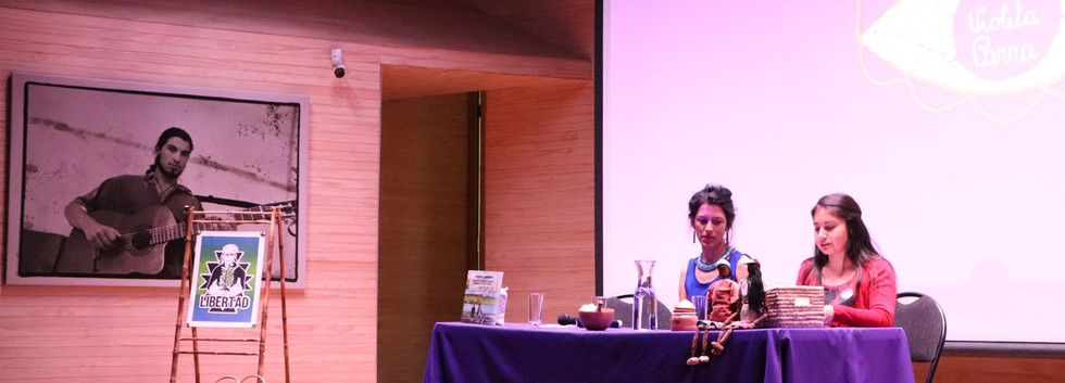 Aline Bravo, Antropóloga, U. de Chile. Magíster (c) en Estudios Internacionales, U. de Chile.